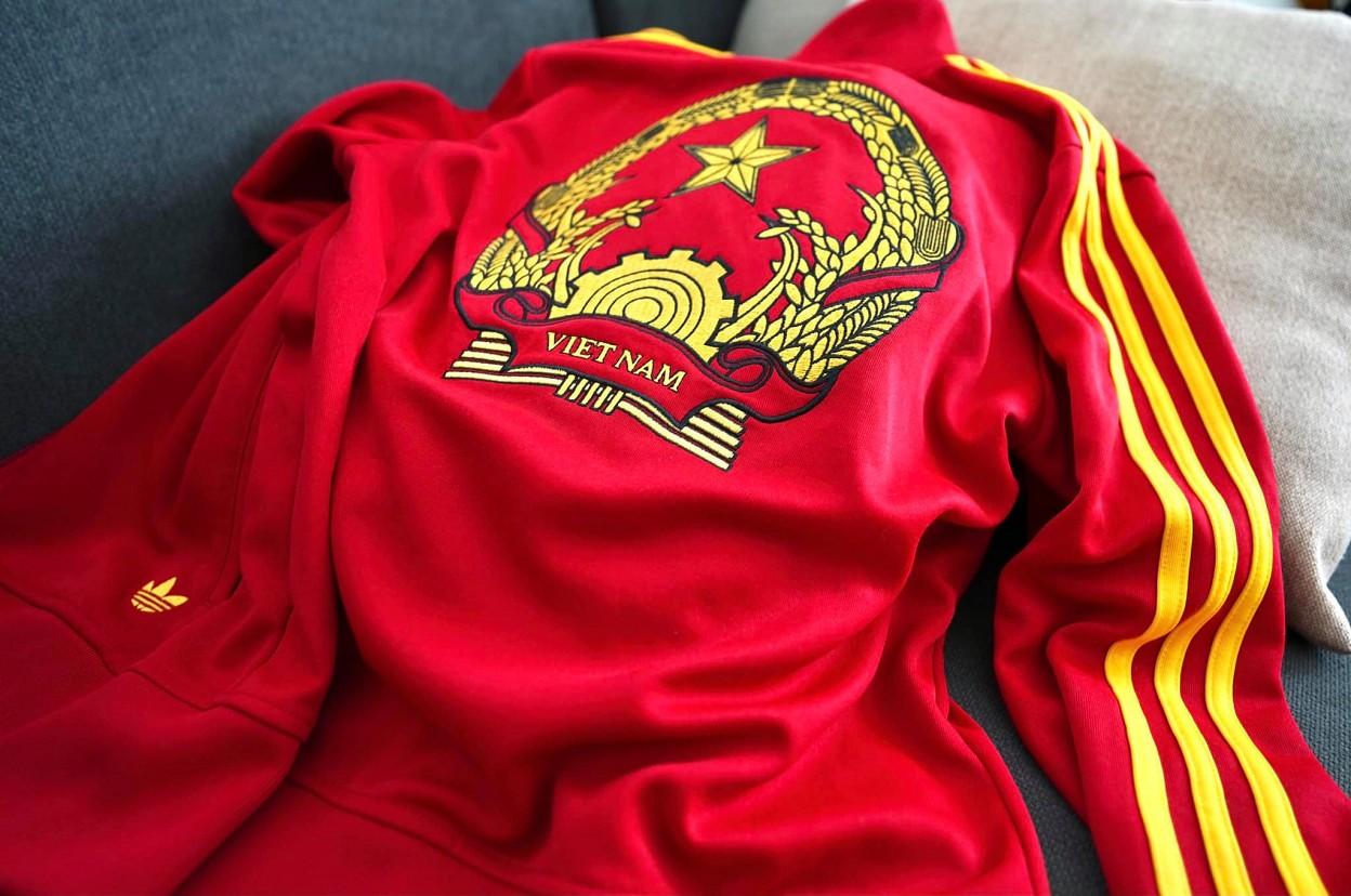 Cao thủ bóng đá nghệ thuật Tungage giới thiệu chiếc áo adidas phiên bản hiếm khiến người Việt cảm thấy tự hào