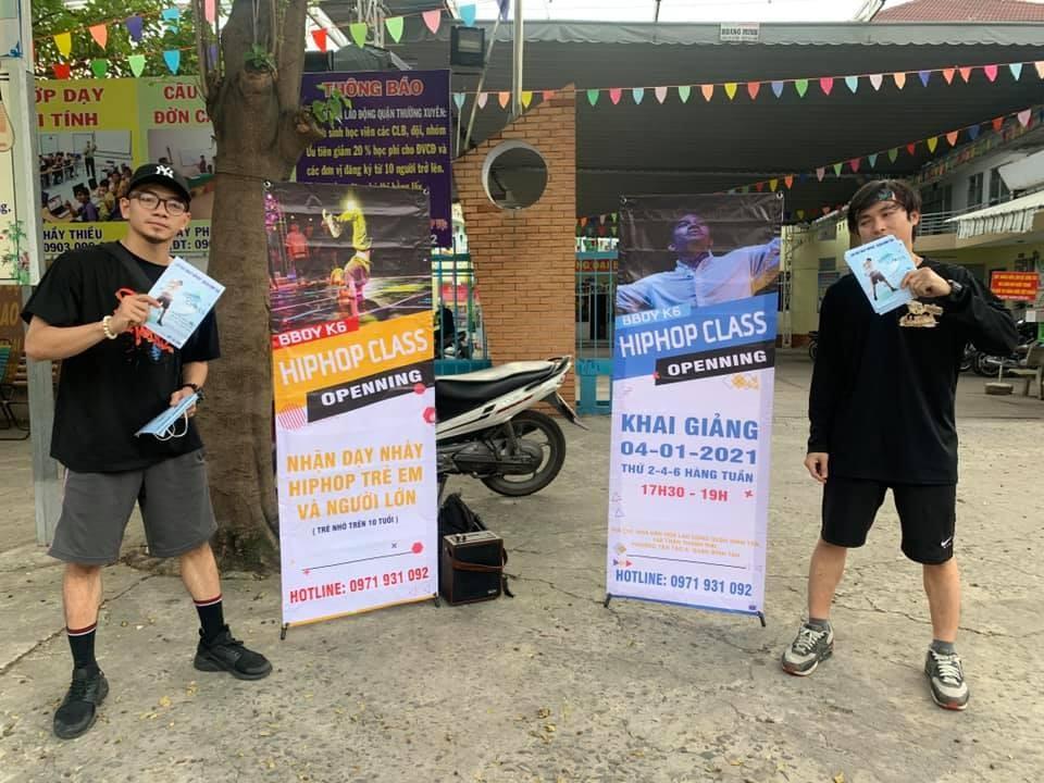 Lớp dạy nhảy Breaking tại quận Bình Tân mới mở, đích thân Á quân Hipfest 2020 phát tờ rơi tuyển sinh, nhận được nhiều khích lệ của cộng đồng