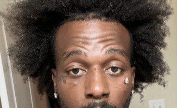 Chán với cách đeo trang sức thông thường, Rapper gắn kim cương lên mặt với giá mua nhà mặt phố