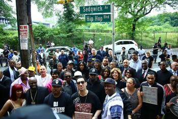 Đã 3 năm kể từ ngày có tên con đường Hip Hop tại Mỹ - Cùng xem lại lễ khánh thành tấm biển Hip Hop Blvd
