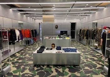 Hình ảnh đậm sắc Camo tại gian hàng mới khai trương ở Sài Gòn của hãng thời trang đường phố BAPE