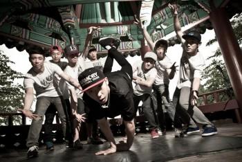 Jinjo Crew tự nhận đây là bài nhảy hay nhất của họ tại R16, có một vật được sử dụng, tạo nên hiệu ứng này, nó là gì