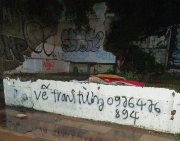 Vẽ cọ vào tiếp thị kiếm khách hàng ngay trên đất của Graffiti, theo bạn ai sẽ thắng kèo